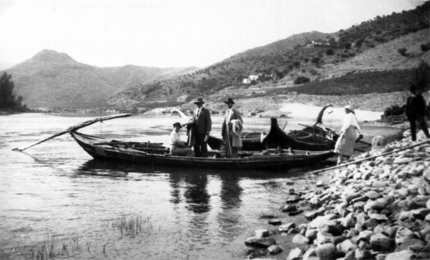 The twins, John and Ronald Symington arriving by boat at Senhora da Ribeira in the early 1930s.