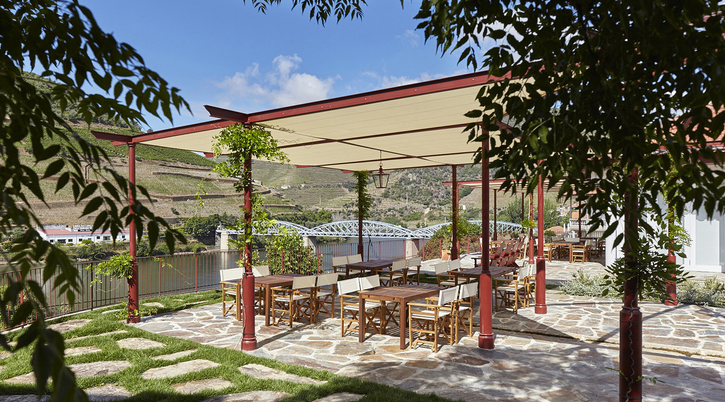 The inviting terrace with wonderful views over the River Douro and vineyards